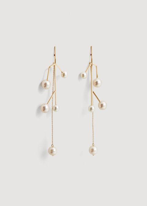 best wedding accessories: fun pearl earrings