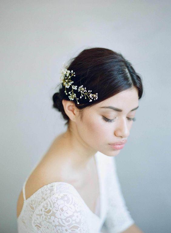 best wedding accessories: large hairpin