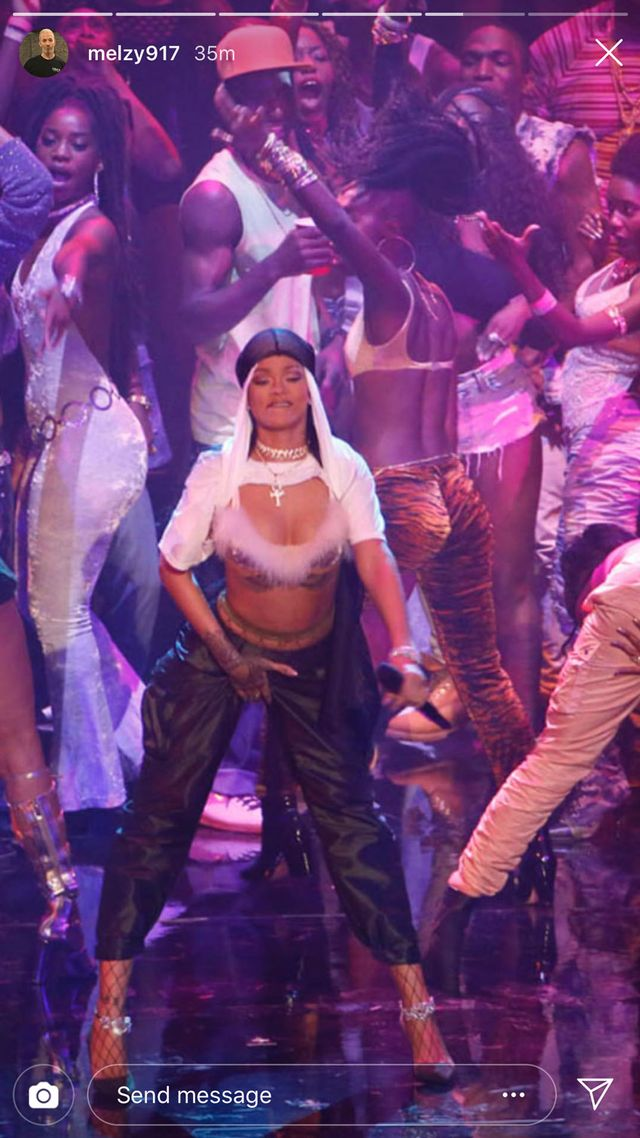 Rihanna VMAs performance