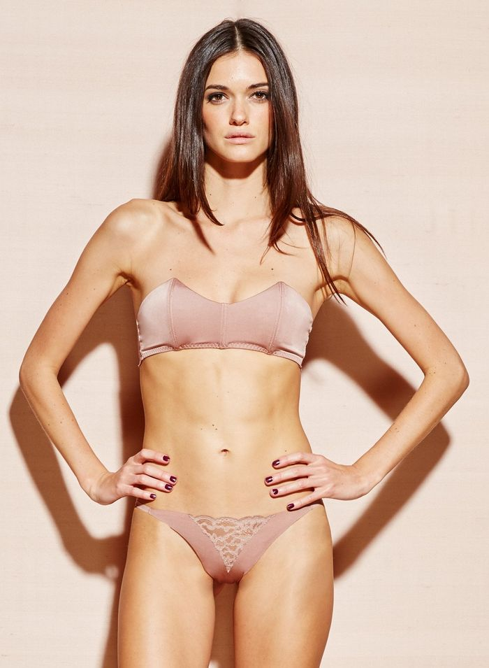 The New Strapless Bra Trend That's Wildly Sexy