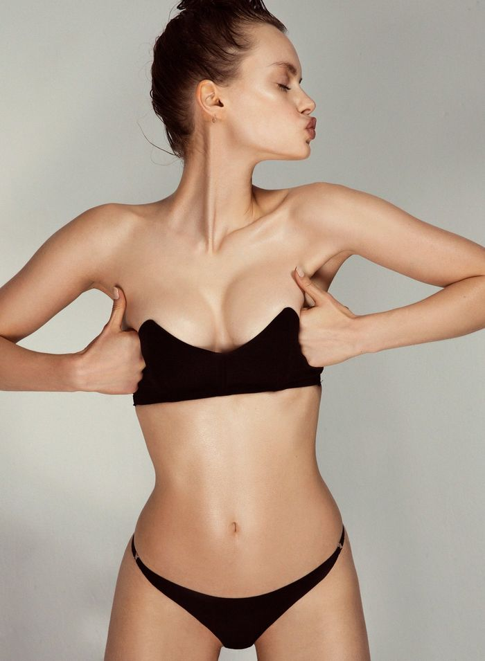 2fd1bf0f50 The New Strapless Bra Trend That s Wildly Sexy