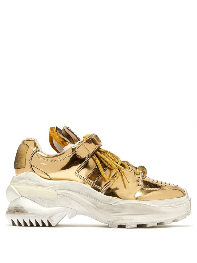 Halloween costumes with gold sneakers