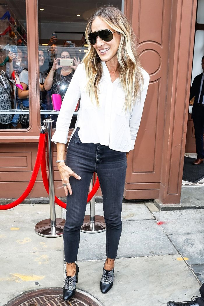 SJP Wore Gap Skinny Jeans With Quite the Polarizing Shoe Choice