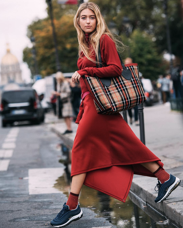 Chic ways to style dresses with sneakers