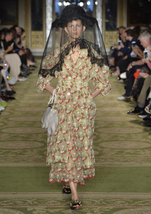 Spring 2019 London Fashion Week Trends