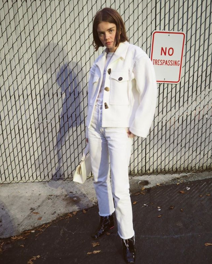 47f65a8c297 15 All-White Fall Outfits That Look So Fresh