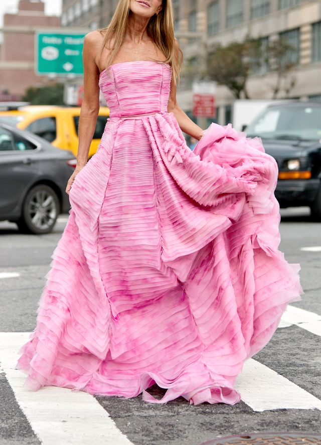 Street style outfits 2018: pink gown