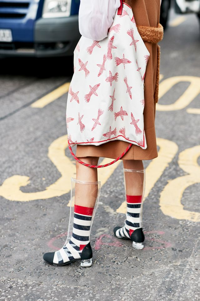 Street style outfits 2018: Chanel clear boots