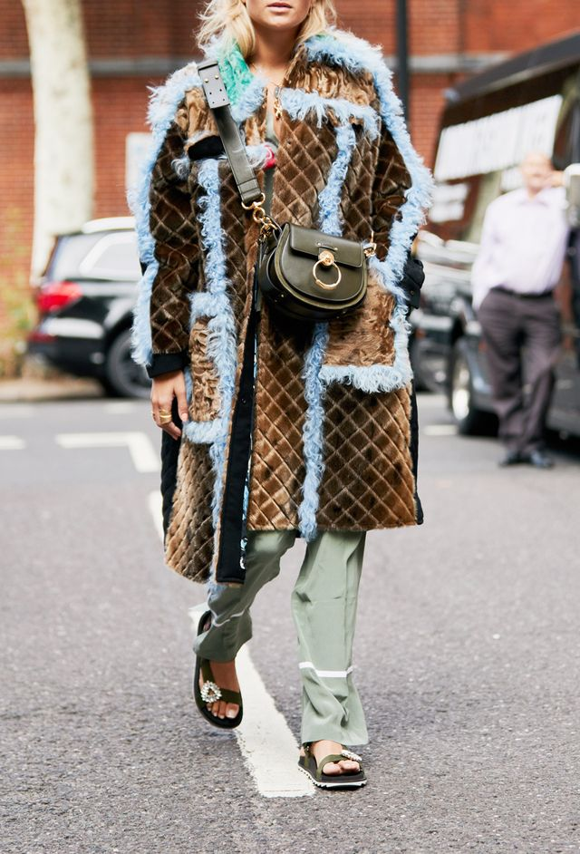Street style outfits 2018: faux-fur coat outfit