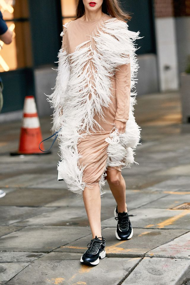Street style outfits 2018: feather dress and sneakers