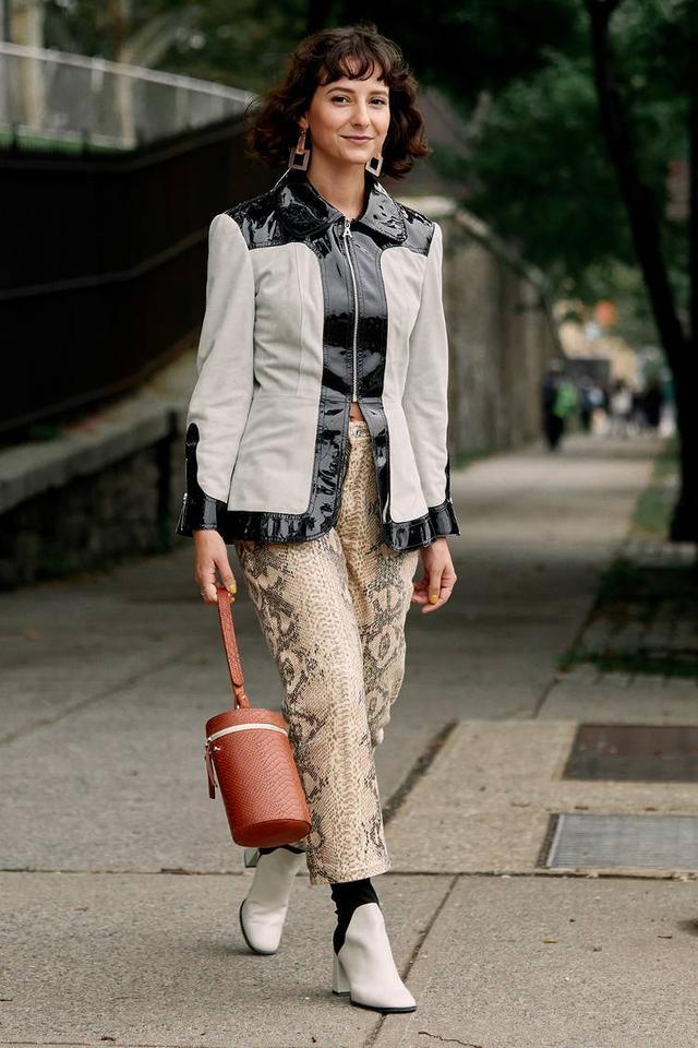 Printed jean trends: snakeskin
