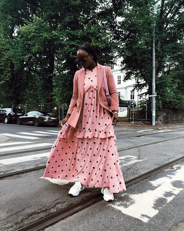 polka dot dress with sneakers outfits for fall
