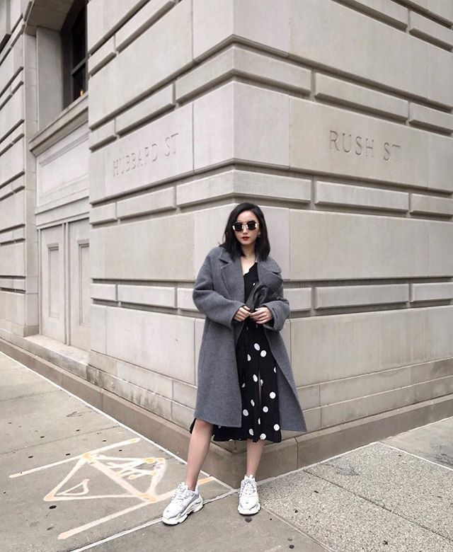 midi dress with sneakers outfits for fall