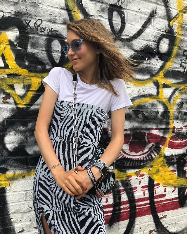 how to wear zebra print with a white tee