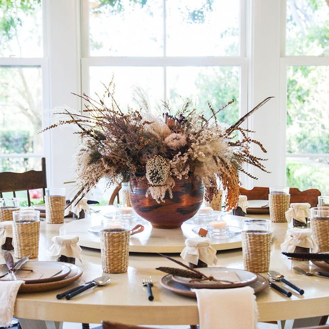 These Thanksgiving Table Decorations Are So Chic You'll Want to Use Them Now