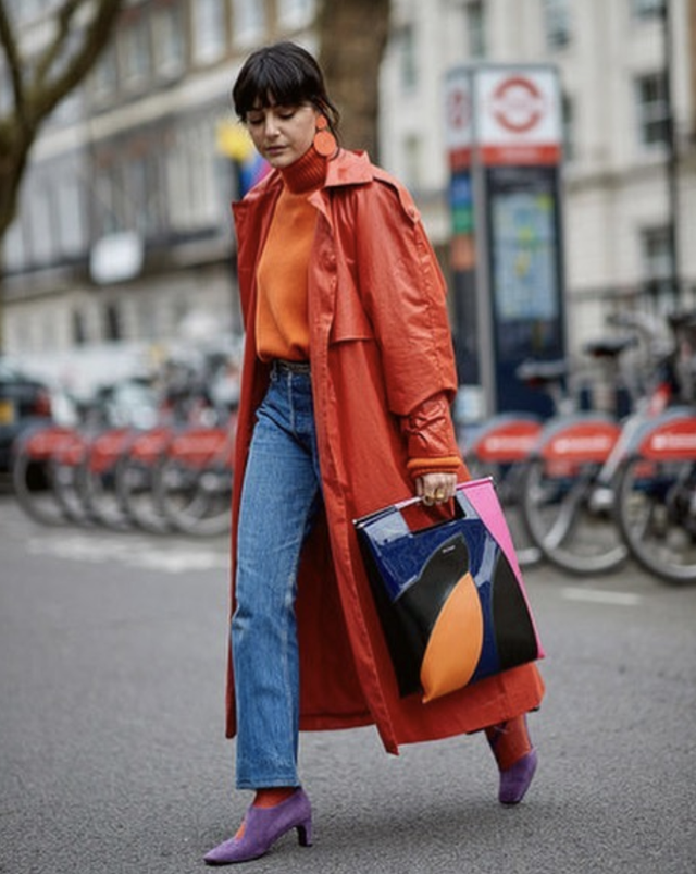 Orange and blue high-waist jeans outfit