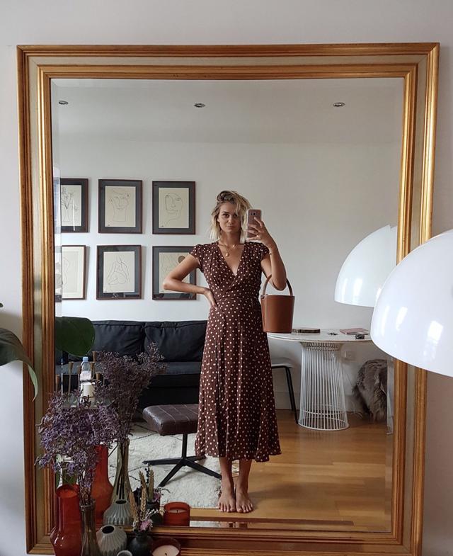 Polka-dot brown dress outfit