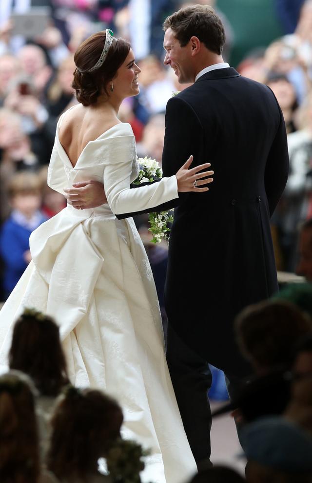 Princess Eugenie wedding dress: kiss with Jack Brooksbank