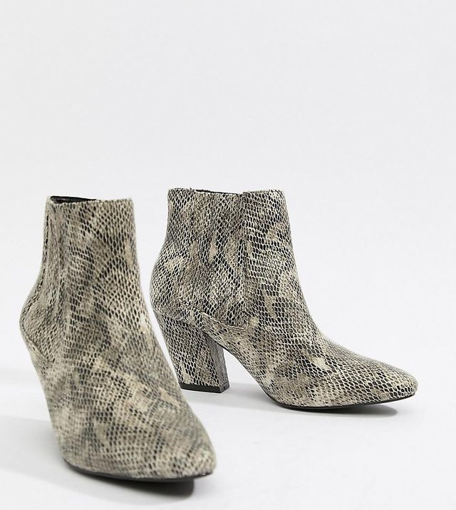 Reminisce chelsea ankle boots in snake print