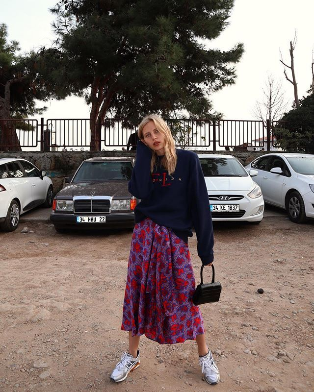 holiday outfits with skirts and sneakers