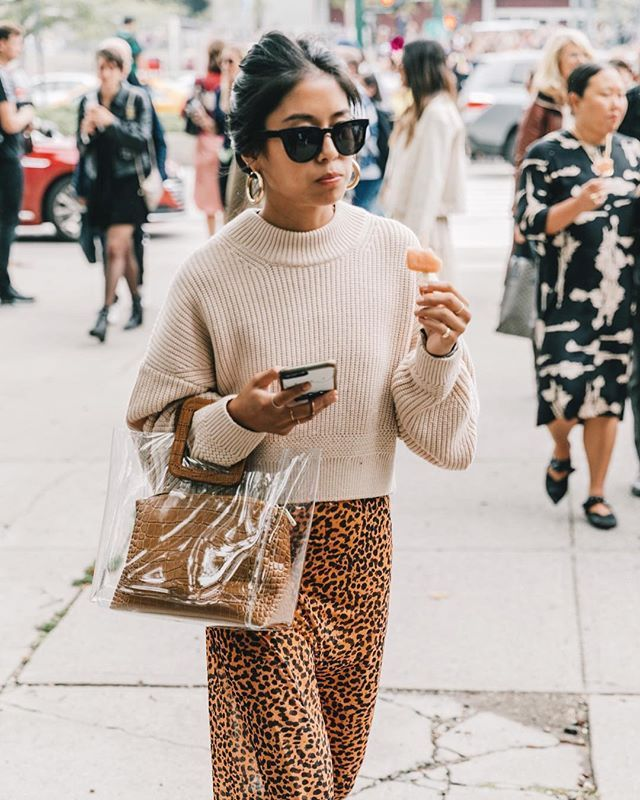 holiday outfits with leopard skirts