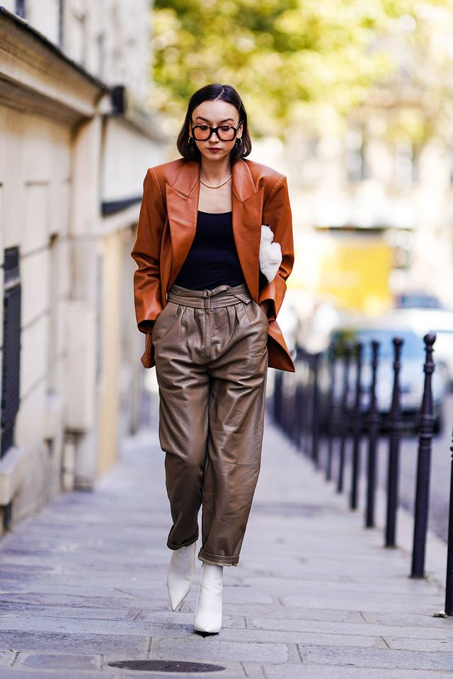 90s leather jacket trend: blogger wearing brown leather blazer