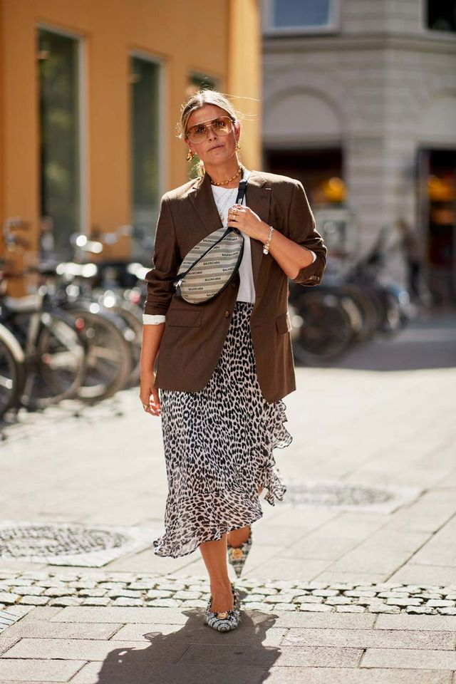 How to Wear a Printed Skirt