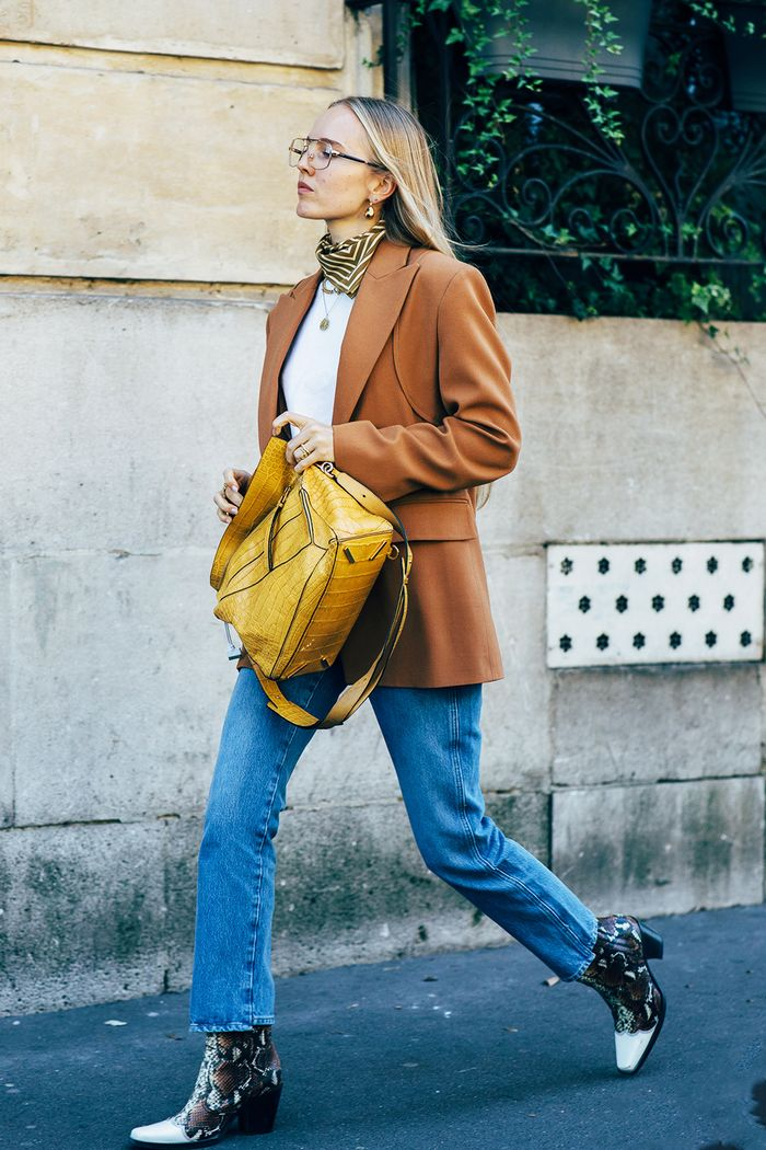 23 Easy Jeans-and-Boots Outfits That Always Look Good