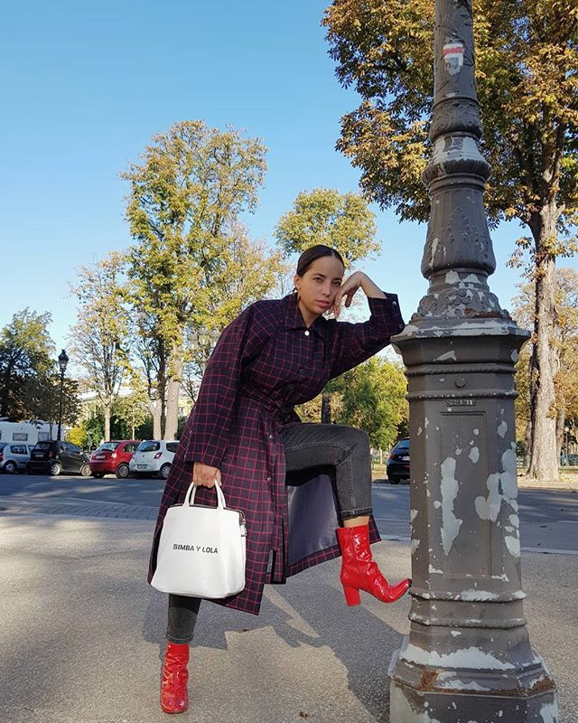 winter coffee-date outfits with red boots