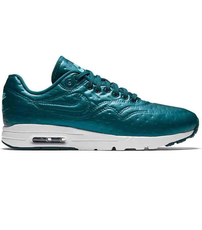 c303c9265c6 Nike Sneakers With the Best Reviews on Amazon