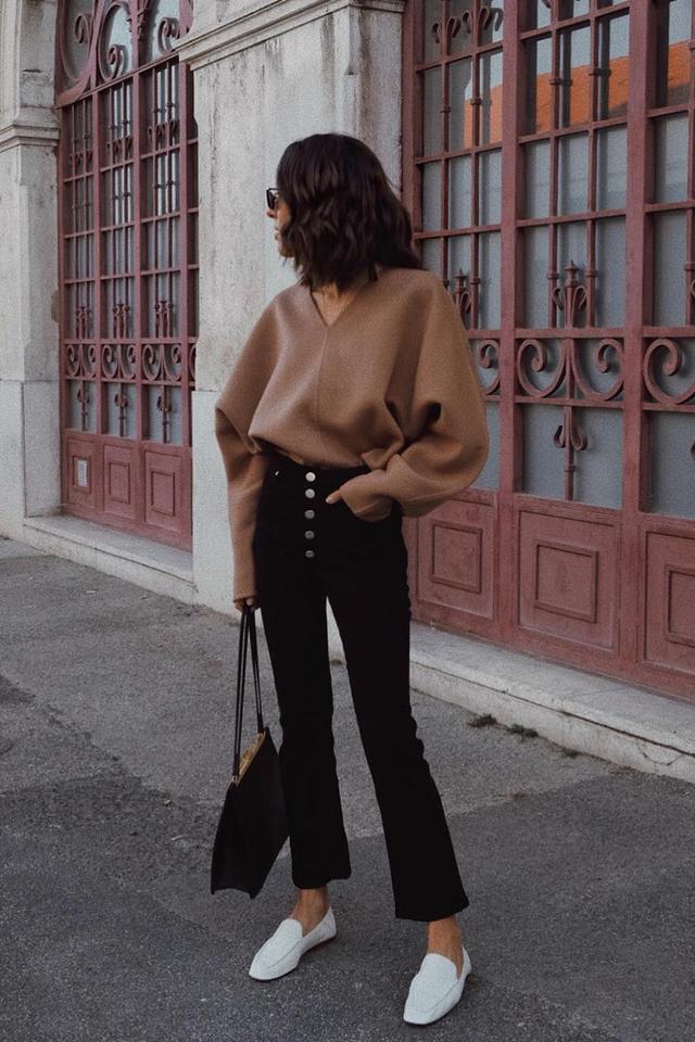 minimal style capsule wardrobe for Black Friday