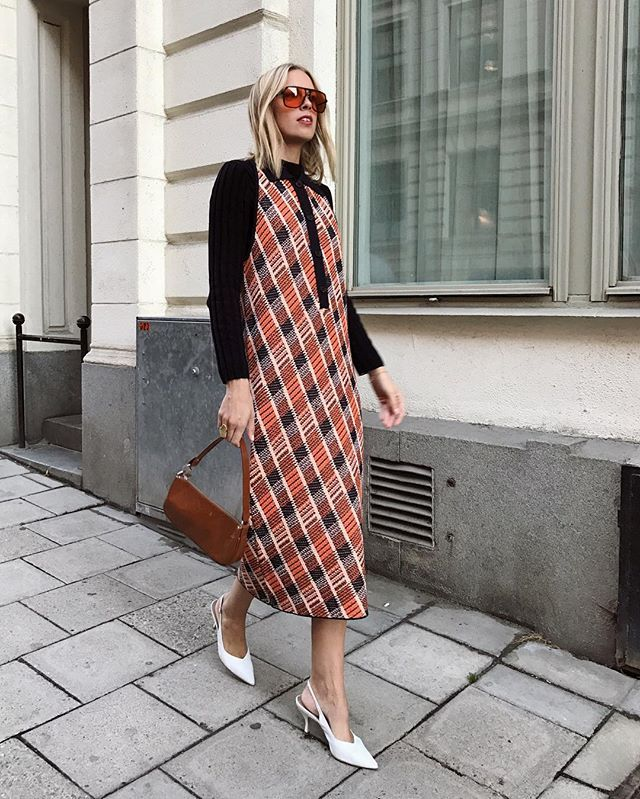 easy last-minute New Year's Eve outfits with printed midi dresses