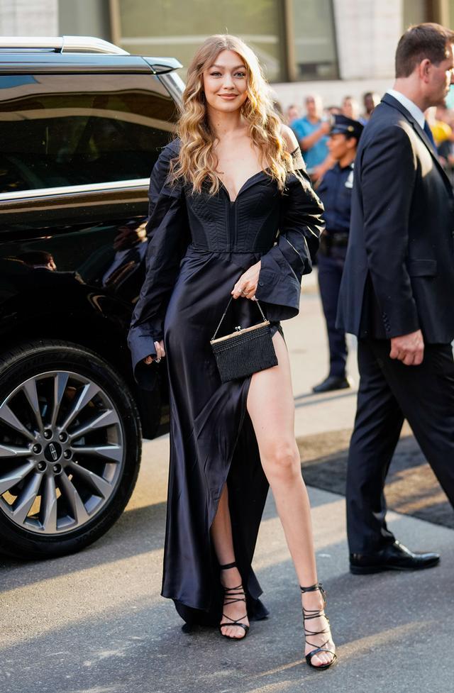 Gigi Hadid photogenic tricks: pop a leg