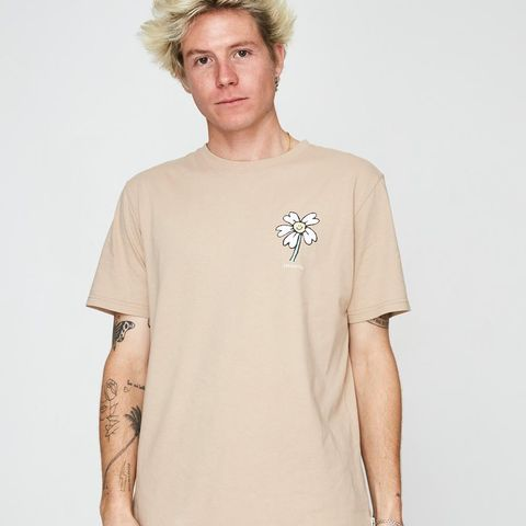 Disconnected Short Sleeve T-Shirt Earthworm