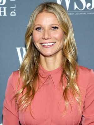 Don't Let Today End Without Seeing Gwyneth Paltrow's Naked Shoes