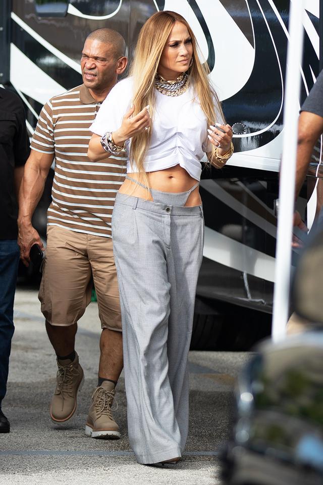 Jennifer Lopez exposed thong