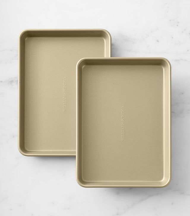 Williams Sonoma Goldtouch Non-Corrugated Quarter Sheet Pan
