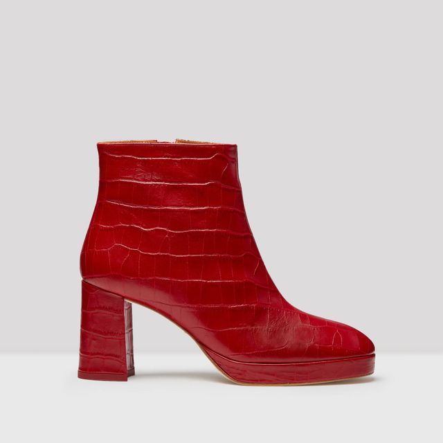 Colors that Go with Gray and Red Boots
