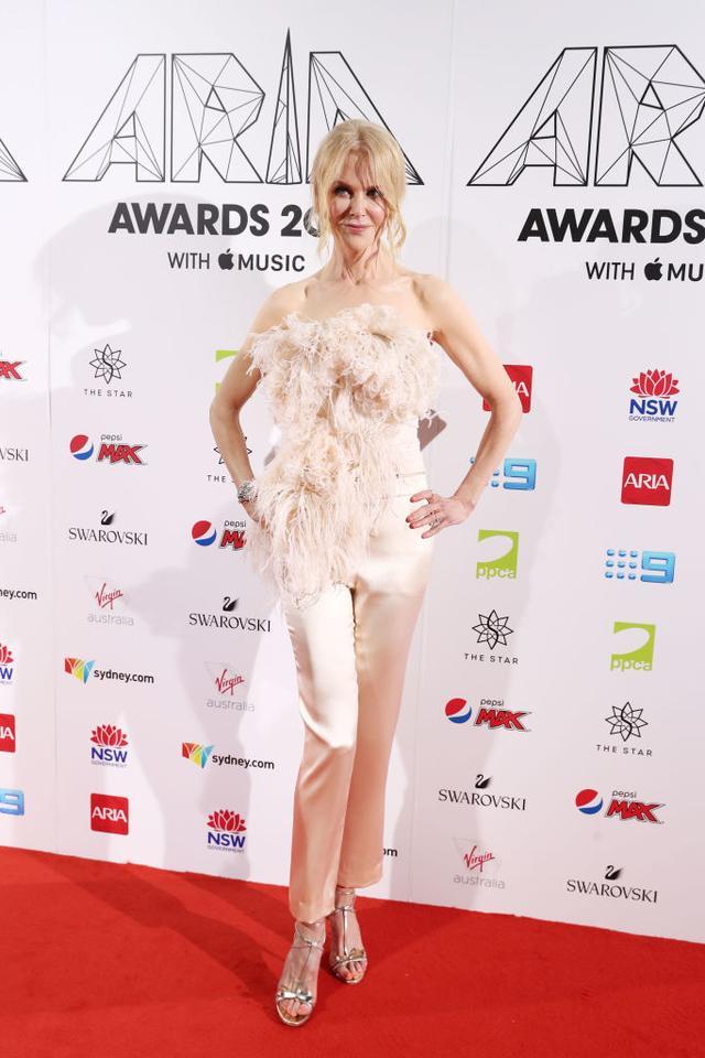 <p><strong>WHO</strong>: Nicole Kidman</p> <p><strong>WEAR</strong>: An Oscar De Larenta top and satin trousers.</p>