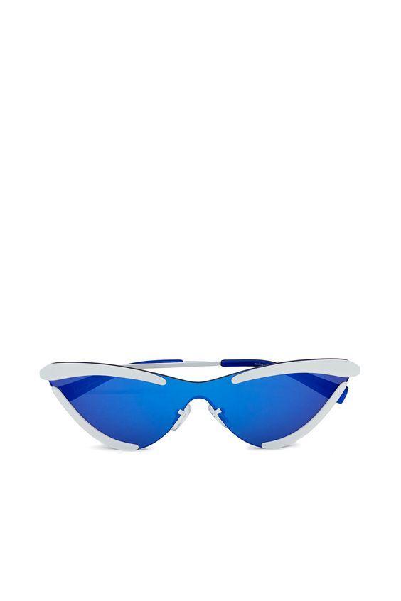 Blue Eyewear Trends 2019
