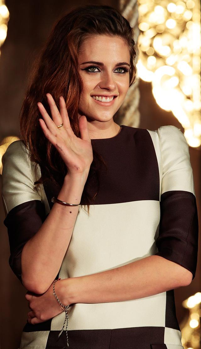 <p><strong>WHO</strong>: Kristen Stewart</p> <p><strong>WEAR</strong>: CartierJuste Un Clou bracelet</p>