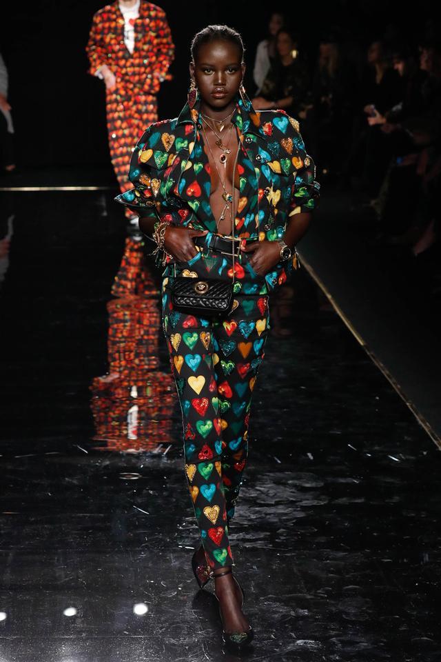 Versace pre-fall '19 runway