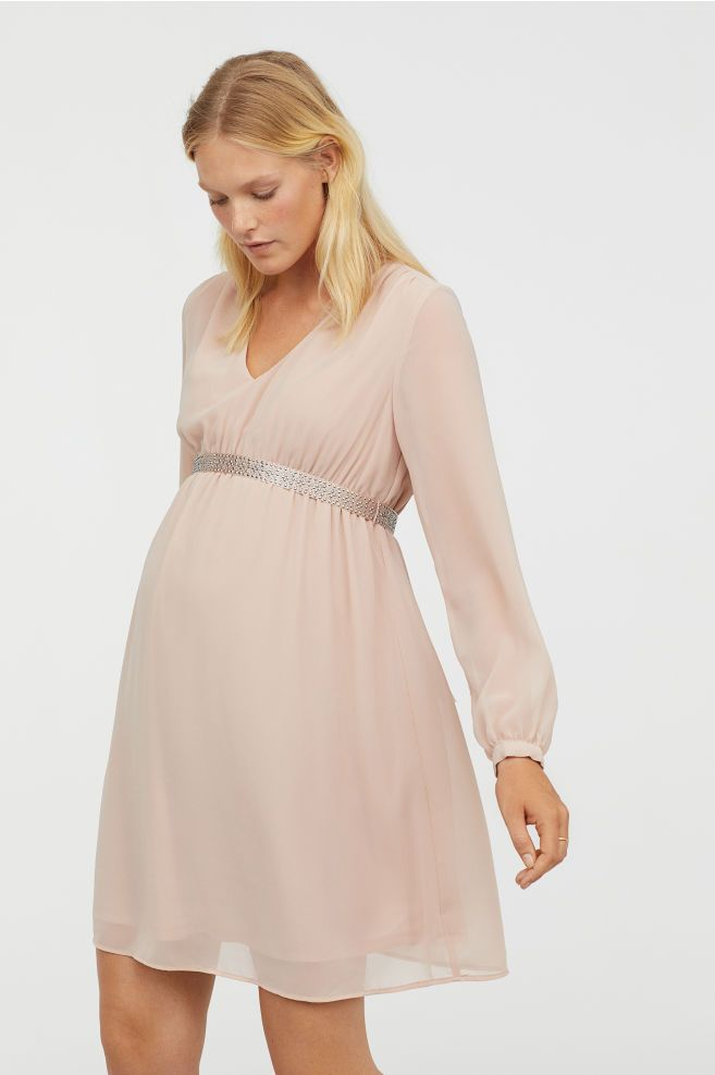 3d460f908b6 3 Maternity Essentials for a Winter Wedding