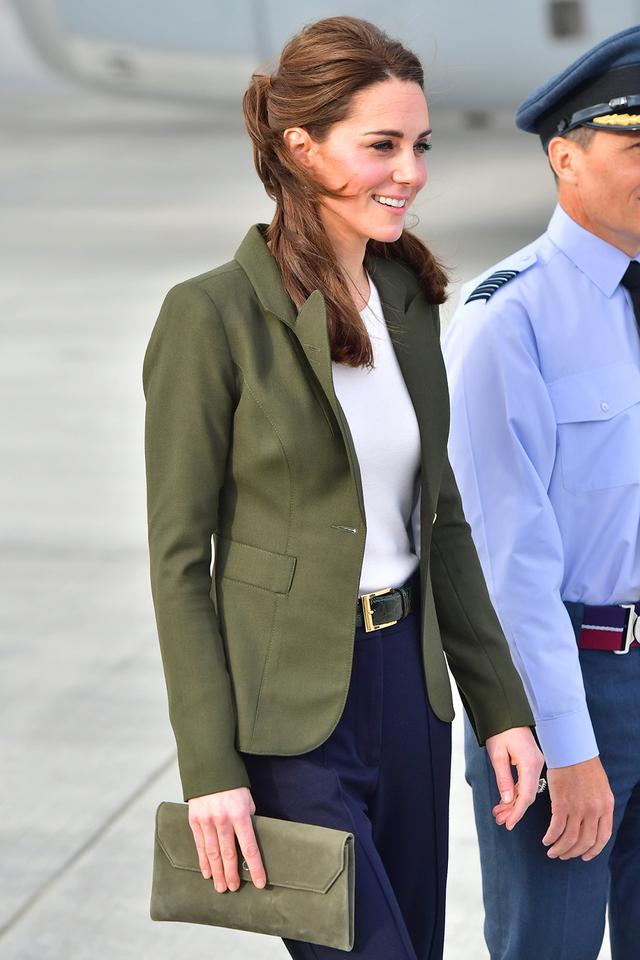 Kate Middleton in the anti-skinny jeans trend
