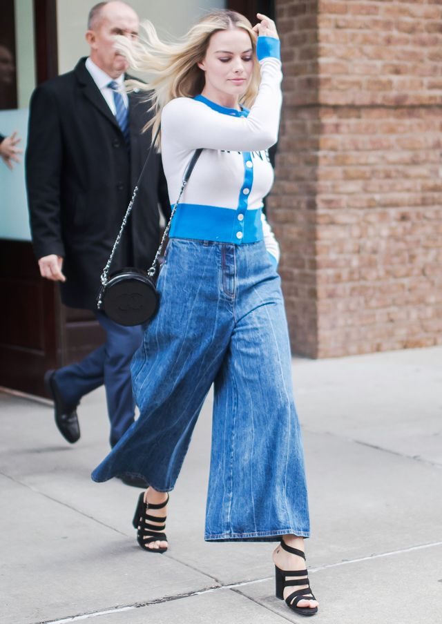 Margot Robbie Wearing Baggy Jeans Trend