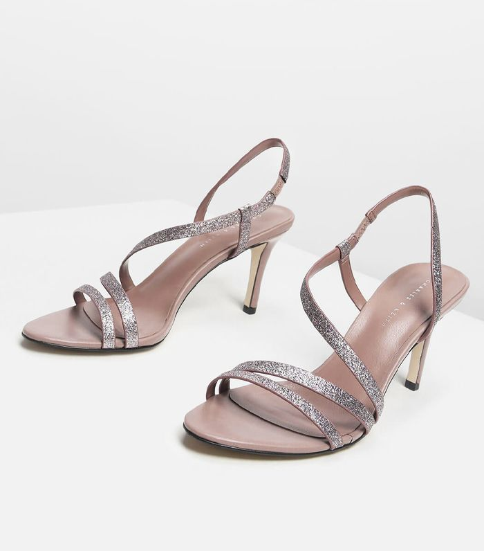 de0798a80e33 Wandals—aka Winter Sandals—Is a Trend That s Happening