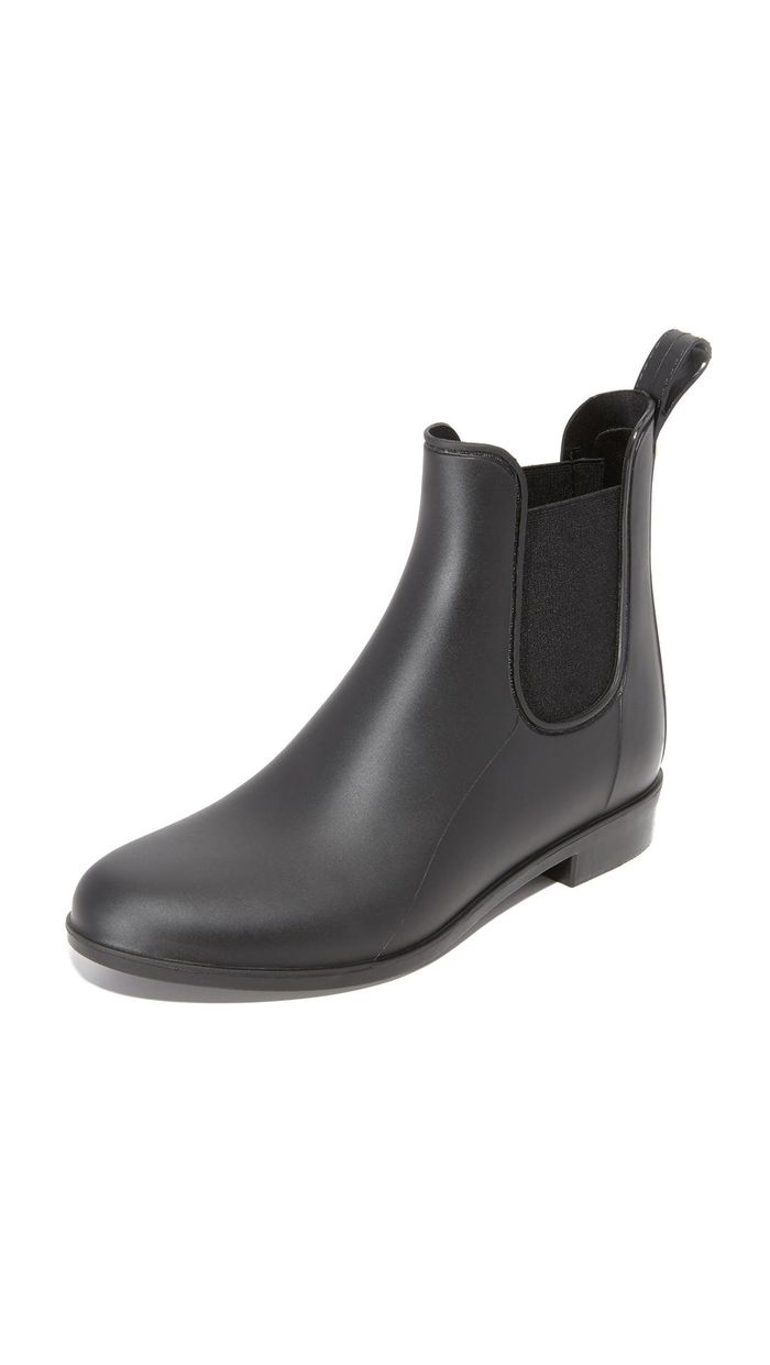 10 Chelsea Boot Outfits You ll Want to Re-Create This Season  2ccea108f32