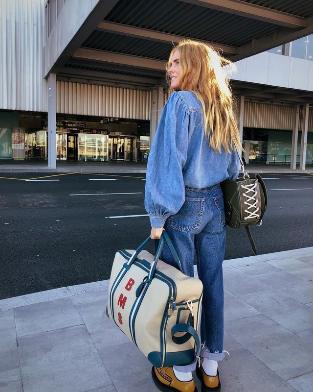 Cool airport outfits with jeans
