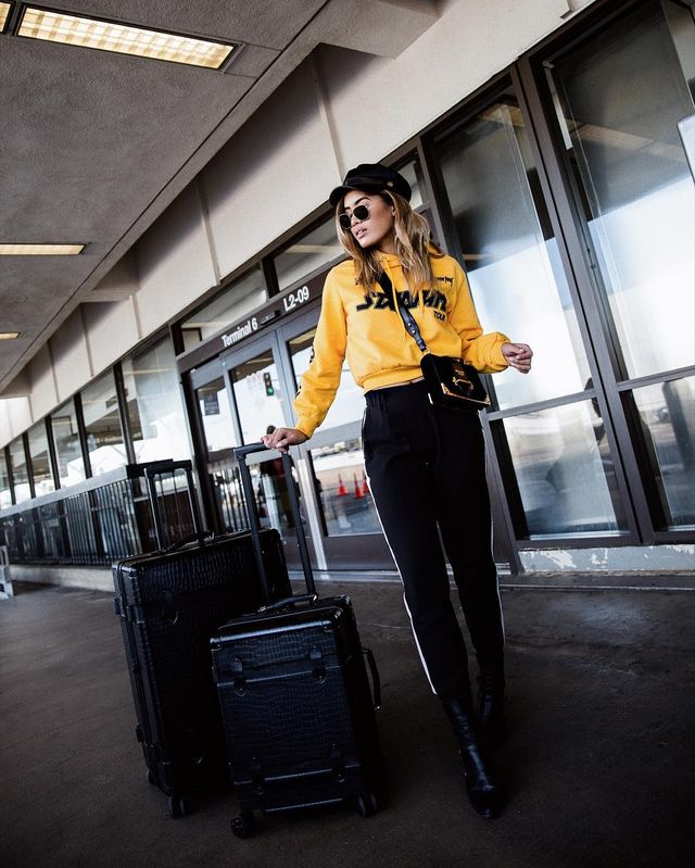 Cool airport outfits with black pants