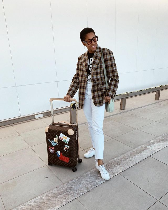 Cool airport outfits with white sneakers